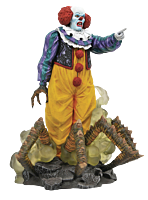 """It (1990) - Pennywise Gallery 9"""" PVC Diorama Statue"""